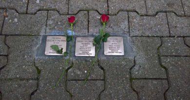 Zum Tag der Befreiung: SPD Neu-Westend putzt Stolpersteine